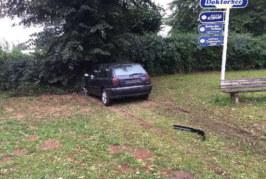 Nach Unfall an Hartler Straße: Golf-Fahrer schraubt Kennzeichen ab und flüchtet