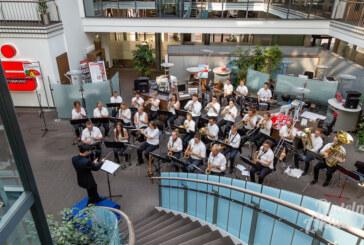 Von der Leinwand auf die Musikbühne: Symphonisches Blasorchester begeistert Publikum