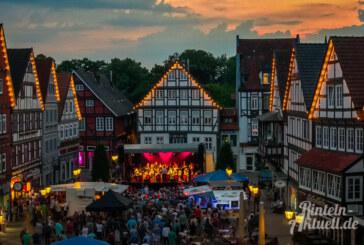 Ernestinum BigBand und Ernies Hausband begeistern mit Konzert auf Marktplatz