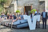 Gute Verpflegung der Weserpiraten: Volksbank spendet Edelstahlgrill