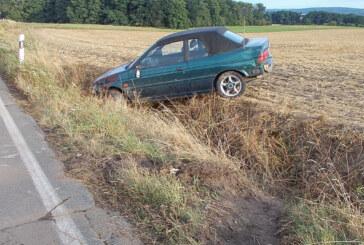 Eisberger Straße: Ford überschlägt sich, Fahrer leicht verletzt