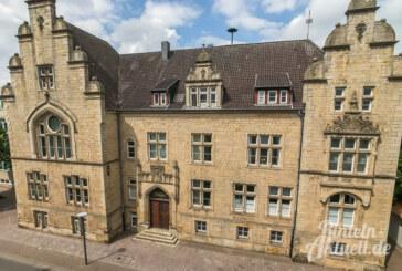 Neuhäuser fordert Brandschutzkonzept für Rathausgebäude und Bürgerhaus
