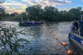 Bojen gegen illegale Befahrung: NABU und THW Rinteln installieren Kette im Naturschutzgebiet