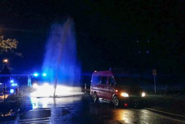 Exten: Wasserfontäne spritzt aus der Behrenstraße