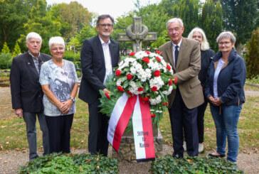 Zum 60. Todestag von Hermann Brüggemann: Kranzniederlegung am Grab