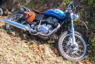 Auetal: Motorrad landet nach Unfall mit Mini im Straßengraben