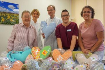 Bereits 1.000 Herzen für Brustkrebspatientinnen genäht
