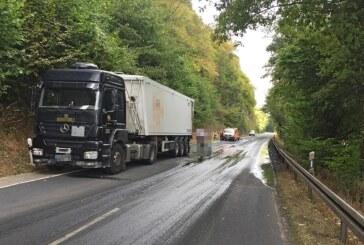 Nebenstrecke Hameln-Rinteln: Bis zu 5.000 Liter Gülle laufen auf Straße
