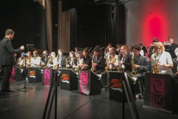 Rintelner Schüler auf USA-Tour: Bigband des Ernestinums musiziert mit Schaumburg Highschool Jazzband