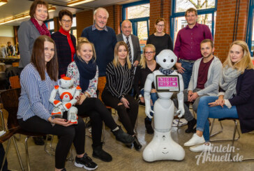 Blick in die Arbeitswelt der Zukunft: BBS Rinteln zeigt Roboter in der Altenpflege