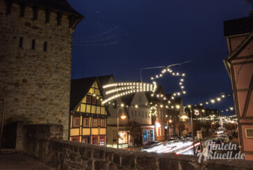 Verkehrseinschränkungen durch Montage der Weihnachtsbeleuchtung