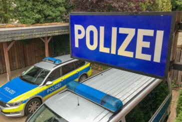 Polizeibericht und Zeugenaufruf: Kennzeichendiebstahl, zwei Fälle von Unfallflucht