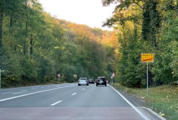 Steinbergen: Zusammenstoß auf der B83 – Unfallverursacher flüchtet
