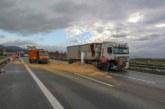 A2 bei Veltheim: Getreide sorgt für Vollsperrung der Autobahn