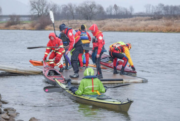 Wasser von allen Seiten: Teilnehmer der Rintelner Eisfahrt trotzen Wind und Wetter