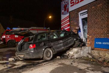 Westendorf: Auto prallt in Hauswand, Fahrer stirbt an Unfallstelle