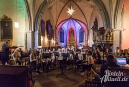 Musikalische Bescherung: Schüler des Gymnasiums geben Weihnachtskonzert in der Kirche