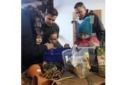 Junge Naturschützer bauen gemeinsam Futterglocken für Wintervögel