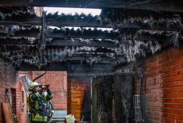 Kleinenbremen: Feuer im Schuppen, zwei Verletzte