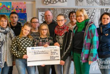 Schüler der Hildburgschule spenden 500 Euro an Rintelner Silvesterinitiative