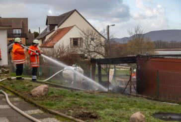 Hohenrode: Holzstapel in Flammen
