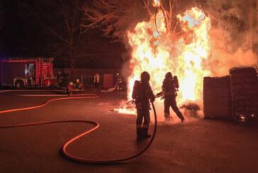 Rinteln: Abendlicher Feuerwehreinsatz beim toom-Baumarkt