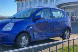Toyota stößt mit Kia zusammen: Verkehrsunfall am Vormittag