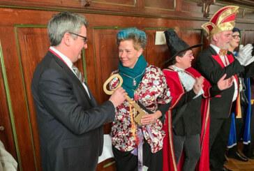 Hexen reißen Rathausschlüssel an sich