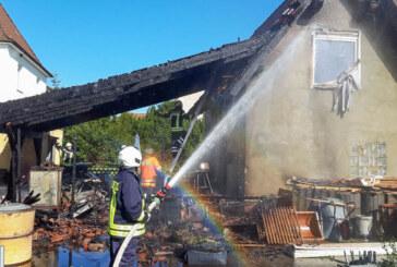 Engern: Carport in Flammen, Feuerwehr verhindert Schlimmeres
