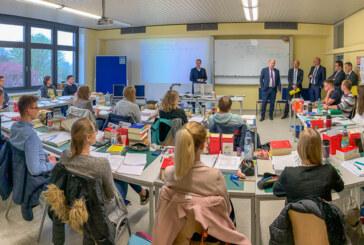Finanzminister Reinhold Hilbers besucht Steuerakademie Niedersachsen