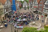 """Mit Megaphon und Motivation zu """"Fridays For Future"""": Rintelner Schüler demonstrieren für Klimaschutz"""