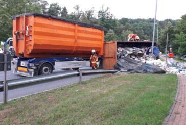 Umgestürzter LKW verursacht Stau im Berufsverkehr