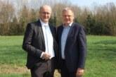 Dirk Adomat und Karsten Becker erkundigen sich zu geplanten Windkraftanlagen im Extertal