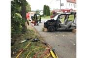 Extertal-Asmissen: Frauen in Fahrzeugwrack eingeklemmt.