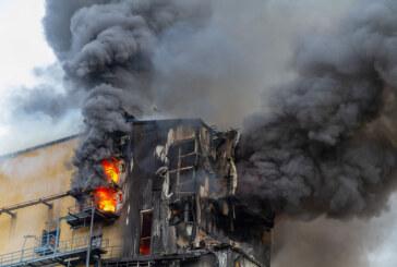 Kraftwerk Veltheim: Feuer bei Abbrucharbeiten bemerkt/120 Einsatzkräfte vor Ort