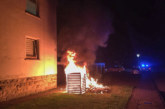 Dritter Feuerwehreinsatz innerhalb einer Woche: Erneut brennen Mülltonnen