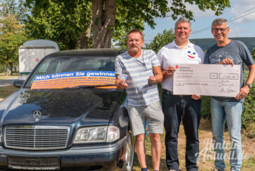 """Nummer 57: Rintelner zieht das """"große Los"""" und gewinnt Mercedes C-Klasse am Doktorsee"""
