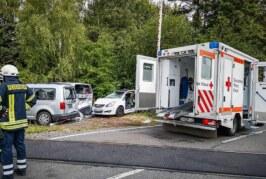 Schwerer Verkehrsunfall in Engern: Auto auf Bahnübergang von Zug erfasst