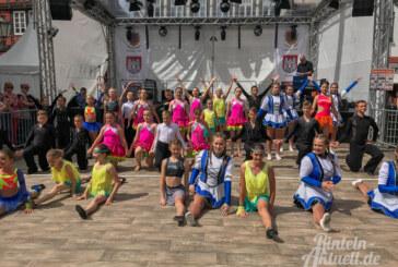 """""""Finezja"""" und """"Gracia"""" aus Slawno tanzen mit RCV-Fürstengarde auf Rintelner Altstadtfest"""