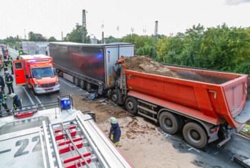 Schwerer Verkehrsunfall auf B482: LKW-Fahrer eingeklemmt