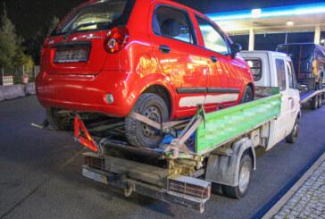 """Fahrer uneinsichtig: """"Kreativer"""" Kleinwagentransport ruft Autobahnpolizei auf den Plan"""