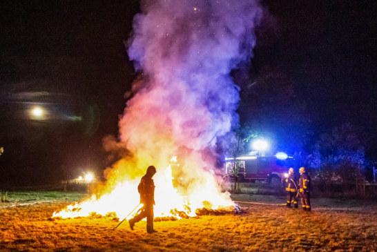Exten: Strohballen in Brand gesteckt