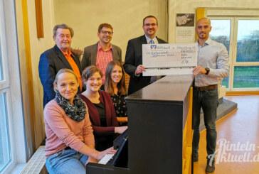 Volksbank in Schaumburg unterstützt Stadtmission Rinteln bei Klavierkauf