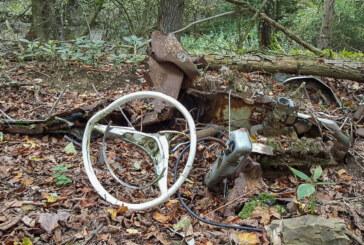 Was hat es mit dem Autowrack im Wald bei Volksen auf sich?