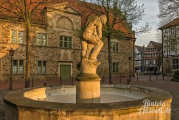 Gedenkfeier am 9. November auf dem Kirchplatz