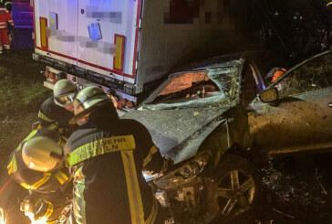 Feuerwehr Rinteln im Einsatz auf der A2: LKW kollidiert mit verunfalltem Mazda
