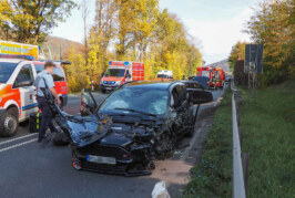 Schwerer Verkehrsunfall auf B482 mit acht Fahrzeugen und fünf Verletzten