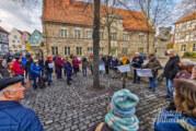 """""""Omas und Opas for Future"""": Rund 50 Teilnehmer bei Klimakundgebung auf Rintelner Kirchplatz"""