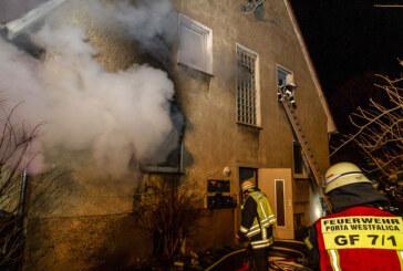 Feuerwehreinsatz in Veltheim: Mehrere Verletzte, Personenrettung über Drehleiter