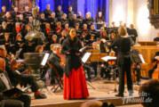 Bachs Weihnachtsoratorium in St. Nikolai: Chorkonzert der Extraklasse mit Schaumburger Oratorienchor, Orchester L`Arco Hannover und Spitzen-Solisten